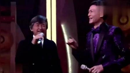 林子祥、郑少秋唱这首歌太牛了, 歌词都没看完他们已经唱完了。
