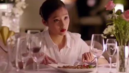 富少请空姐吃牛排, 看这吃相像受过西餐礼仪培训的吗?