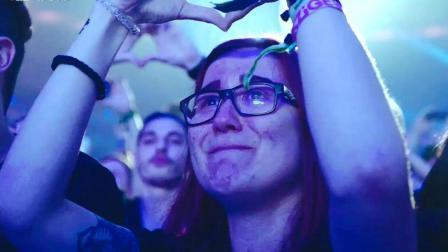 4万多人现场纪念Avicii! 很多人都流泪了