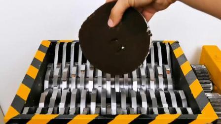 把巧克力蛋糕扔到碎纸机里, 会发生什么事?