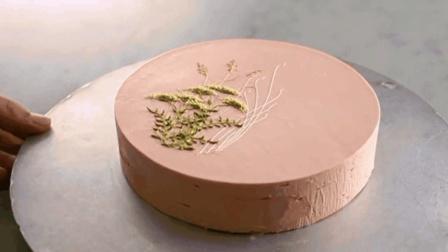 一个视频, 14个知识点彻底讲透: 如何用黄油奶油霜对蛋糕绘图?