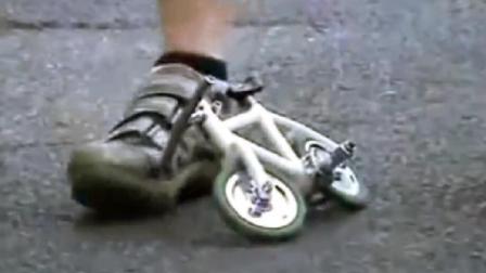 比脚小的自行车, 还能骑动, 怎么做到的?