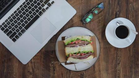 吃好早餐: 牛肉三明治+牛油果三明治+鸡蛋三明治