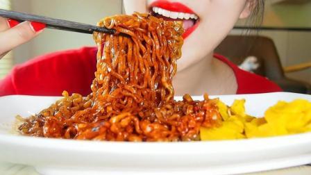 实拍韩国吸面女王吃炸酱面, 直播吃5斤炸酱面, 就问你服不服