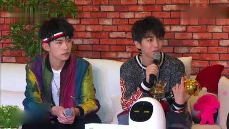 这段采访你看过吗? 王俊凯、易烊千玺每个回答都是呆呆萌萌的。