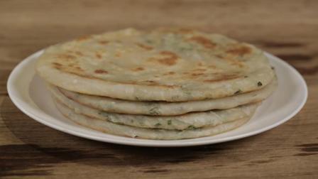 大厨2分钟教做葱花饼, 只需加点葱花, 制作简单, 早餐能吃好几张