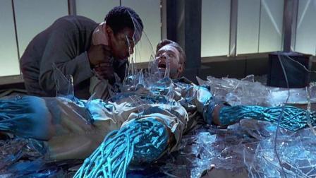 电脑程序获得不灭躯体, 受伤后直接用玻璃自我修复! 速看科幻电影《时空悍将》