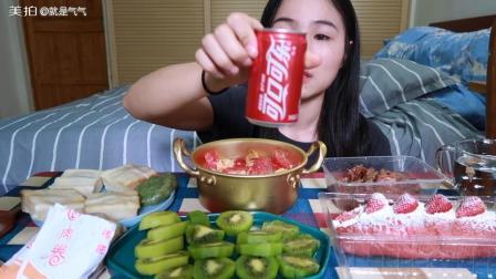 (1)吃播 番茄鸡蛋盖面/咸菜青团/卤肉卷/糯米肉糕/草莓面包
