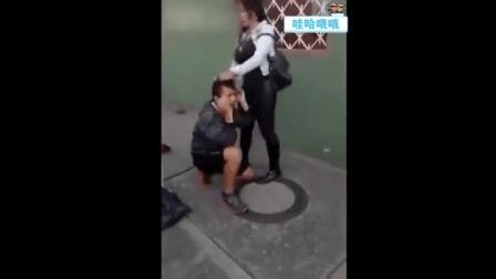 """男子抢劫遭遇女汉子 被逼当街""""剥光猪"""""""