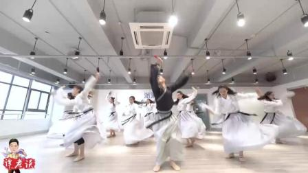 古典舞《万代传承》, 郭仙子的舞姿优美, 动作如行云流水般的细腻