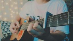 吉他弹唱网络神曲《青梅竹马》最后还是败给了一见钟情
