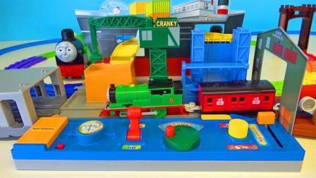 托马斯小火车在轨道上行驶
