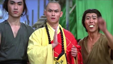 恶霸看见三德和尚,说要领教下少林高僧的功夫,这一打就露馅了
