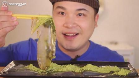 韩国大胃王胖哥, 吃的这是什么食物, 撒上抹茶粉, 听咀嚼声, 吃的太香了