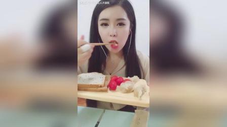 #蒸饺# 猪肉玉米蒸饺 西红柿 全麦面包 晚餐一样要营养哈哈