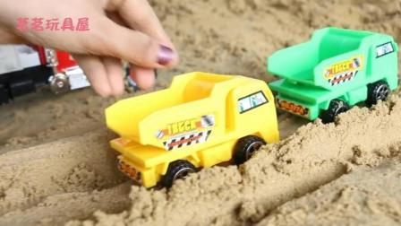 小型工程车玩具视频表演 挖掘机小卡车工作视频