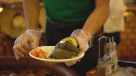 MXG餐厅牛油果沙拉, 奶酪烤肉, 青椒炒肉, 酱烤肋排, 完美!