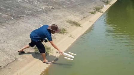 水上速度飞快! 牛人制作时速70公里的虾艇