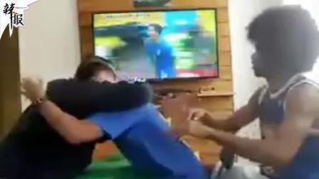 """""""我是你的眼"""" 帮盲人看世界杯"""