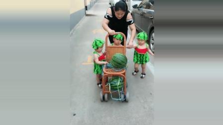 三胞胎宝宝看见买大西瓜回来了, 接下来宝宝们的反应太可爱了!