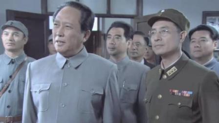 重庆谈判 毛抵达重庆在张治中桂园接受记者采访 与郭沫若等人谈笑风声