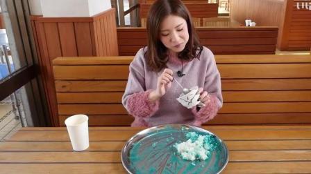 日本田中妹子吃蓝莓酱盖饭, 这种黑暗料理小姐姐怎么吃得下呀