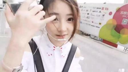 网红届小美女冯提莫街头翻唱王心凌经典歌曲《当你》