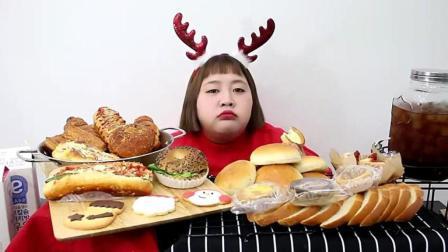 韩国大胃王杨慧圣诞装扮, 吃超多美味的面包, 吃的超享受