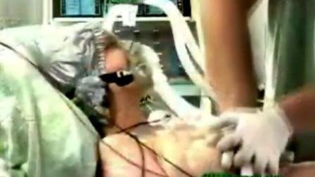 心臟按摩除顫搶救洋美女