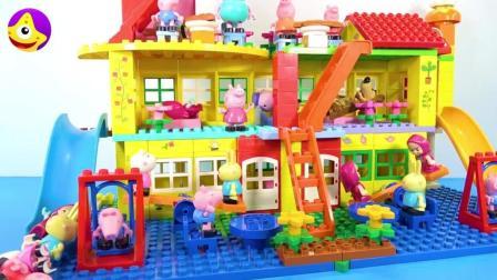 小猪佩奇的豪华公寓 有两个滑滑梯门前还有跷跷板和荡秋千