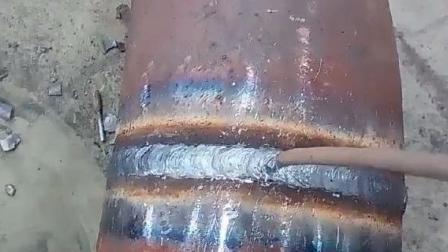 跟我一起学电焊:手把焊盖面视频分享中