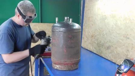 国外牛人用旧煤气罐改造的洗车神器, 洗真干净, 洗车钱都省下来了