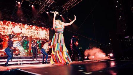【猴姆独家】性感天后凯莉米洛现身纽约同志骄傲演唱会饭拍版大首播!