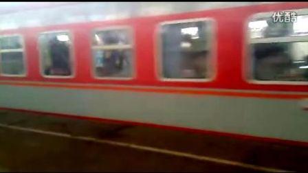 1415次列车正点进济南站