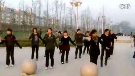 鄄城广场舞历山公园舞蹈队三月里的小雨