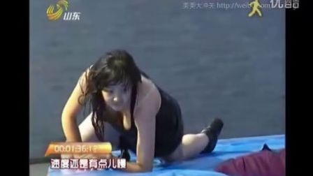 (闯关上梁山)黑衣少女黄盈霞飘逸冲关_美美大冲关