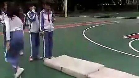 A607四年级体育前滚翻小学体育四年级优质课视频专辑 1