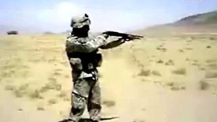 自娱自乐的美国大兵第一个我就笑翻了.flv
