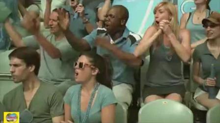 世界杯看球被强吻, 在大屏幕上被直播会怎样? 太尴尬了