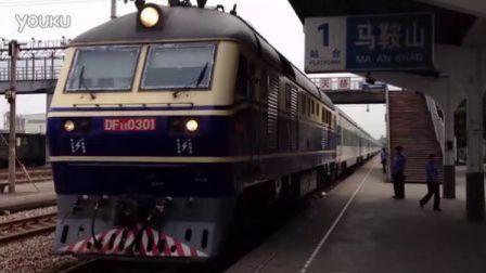 T7777次列车进马鞍山站。