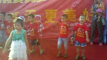 启明中班幼儿歌曲舞蹈 小乌鸦爱妈妈 办家家