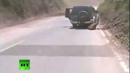 外媒实拍中国彝良泥石流山体滑坡现场