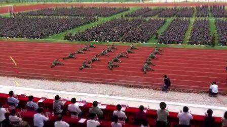 邕江大学12级大学生军训检阅——阅兵