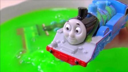 清洗托马斯玩具