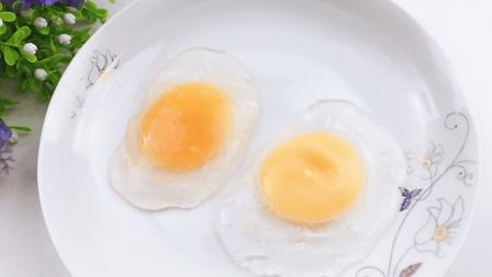 这个生鸡蛋是假的, 玩着清凉柔软, 最后蛋液流出来了