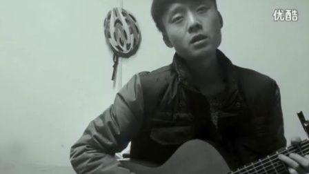 拍客下雨天遭遇老电影式吉他弹唱似穿越时空