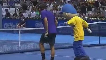 2012费德勒在巴西vs松加表演赛中跳舞秀太空步[2012-12-08]