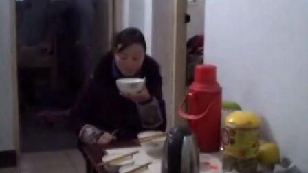 【拍客末日视频日记】21日7:16孩子老婆都起床开始吃饭喽