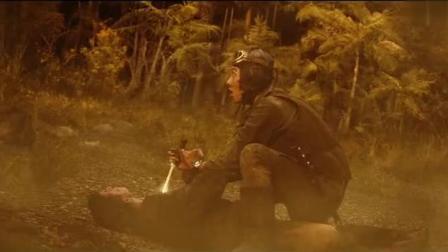两小伙在悬崖边厮杀, 背后一只超大巨兽突然爬上来, 两人懵了!