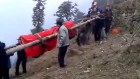 山区土葬抬棺材过程